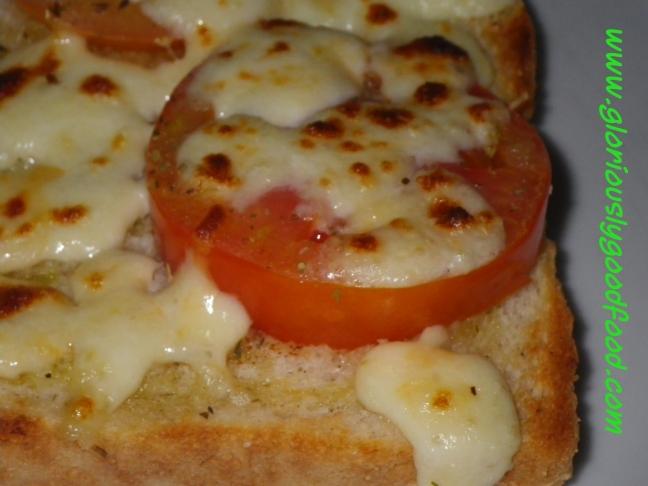 Pizza Toast | Insalata Caprese on Toast