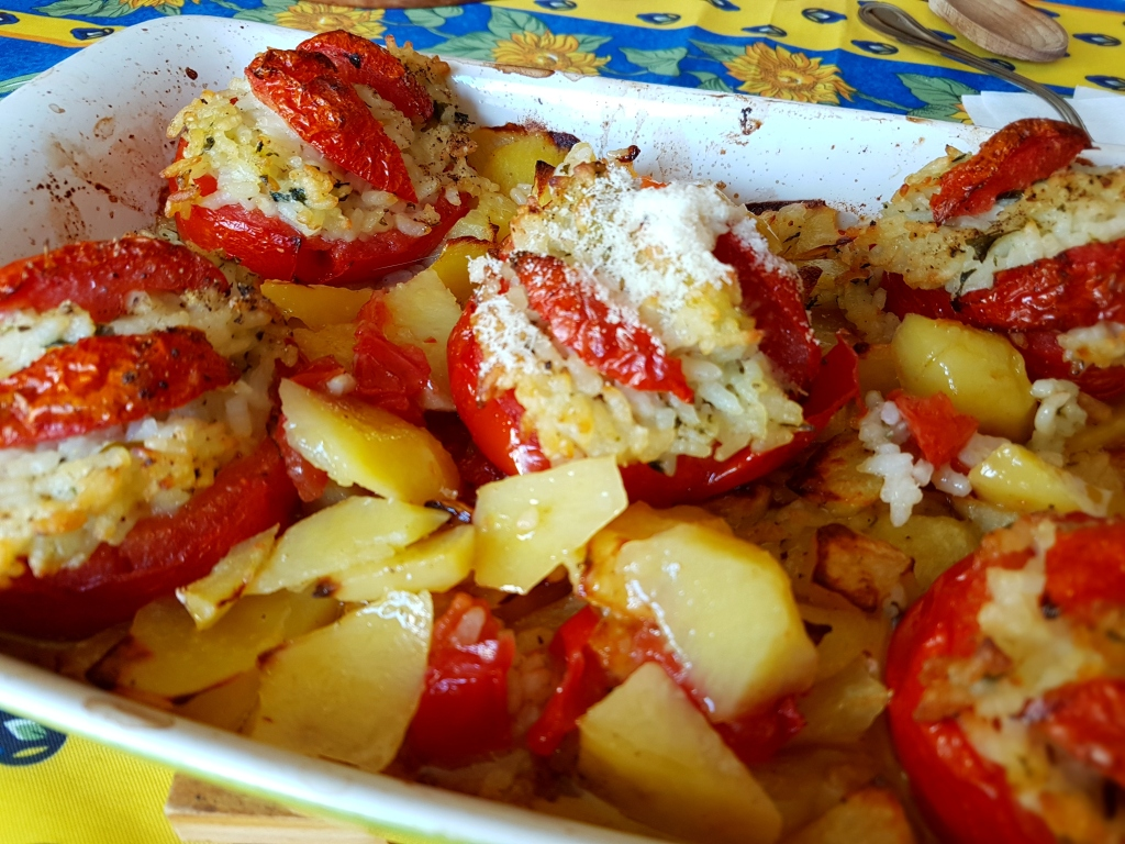 rice-stuffed tomatoes with potatoes made by zia Emilia | pomodori ripieni di riso con le patate, fatti da zia Emilia