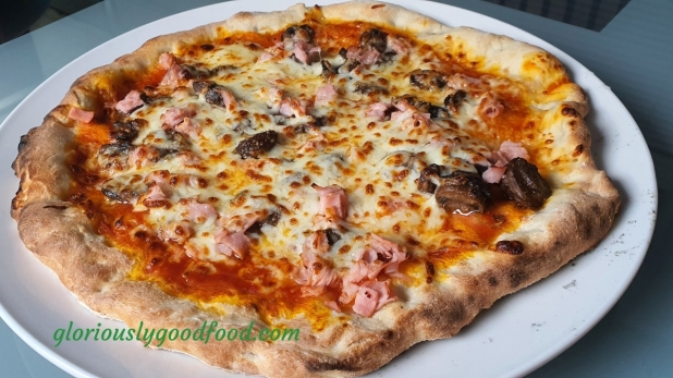 Ham and mushroom pizza