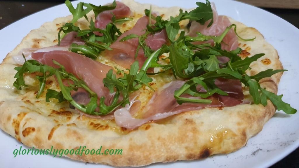 White Pizza - prosciutto crudo and rocket