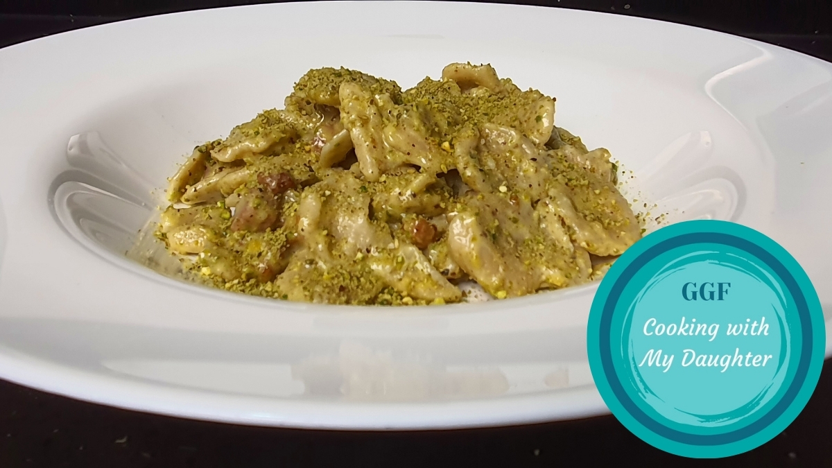 Pancetta pistachio cream pasta